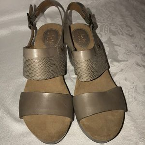 Clarks Artisan wedge shoes taupe Sz 9